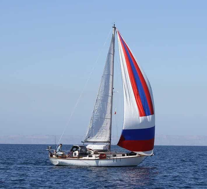 5 small sailboats that can sail around the world